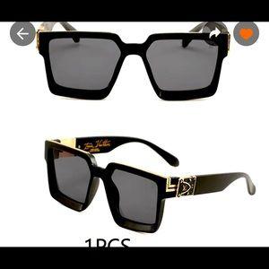 COPY - COPY - Brand new Louis Vuitton sunglasses